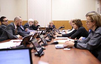 Прошло очередное заседание комитета областной Думы по социальной политике и охране здоровья под председательством Надежды Максимовой