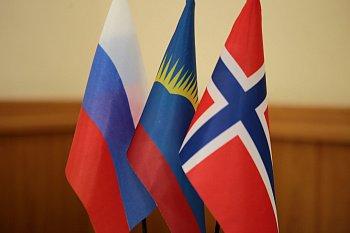 Председатель Мурманской областной Думы Сергей Дубовой поздравил депутатов парламента, представителей региональной власти, дипломатического сообщества Королевства Норвегии с Днем Конституции