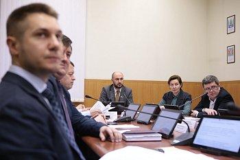 В областной Думе состоялось заседание комитета по экономической политике, энергетике и жилищно-коммунальному хозяйству под председательством Максима Белова
